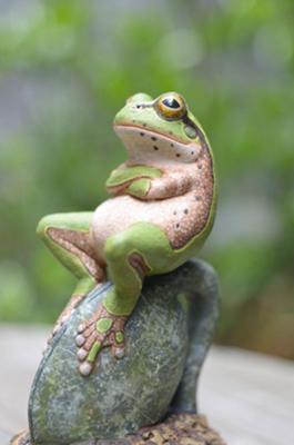 考えるカエルがかわいい